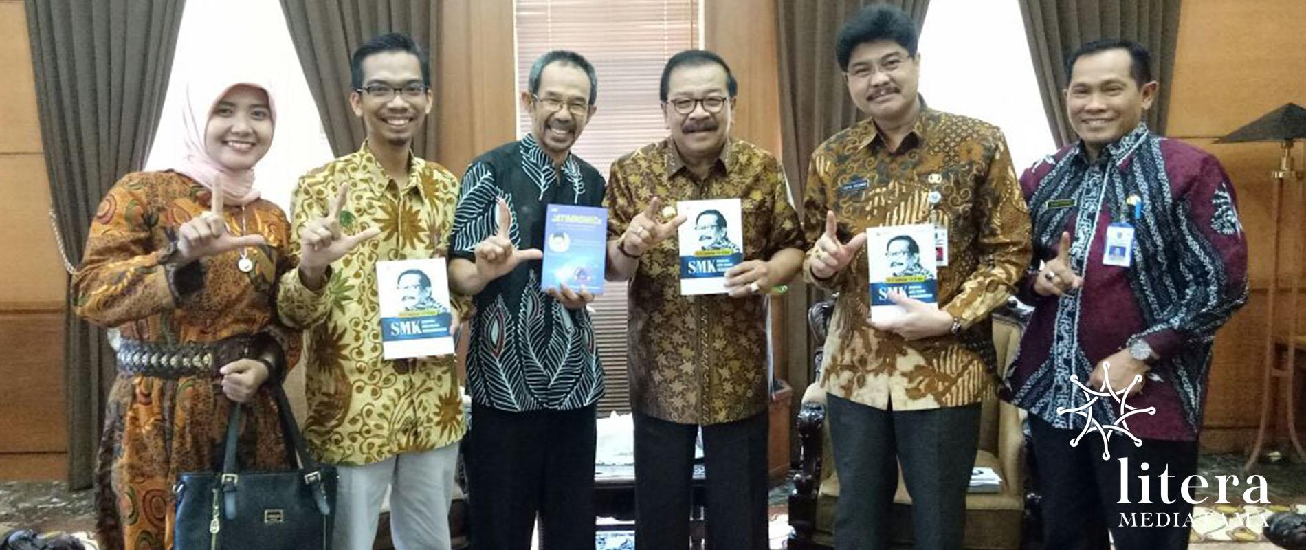 Bersama Gubernur Jawa Timur, Dr. H. Soekarwo, S.H, M.Hum